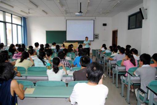 中国の大学の1クラスの人数と男女比