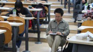 授業を聞きに来る学生